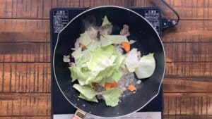 Yakisoba cabbage, carrot, onion