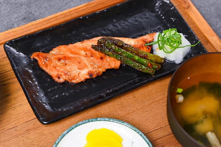 Miso salmon with asparagus and grated daikon