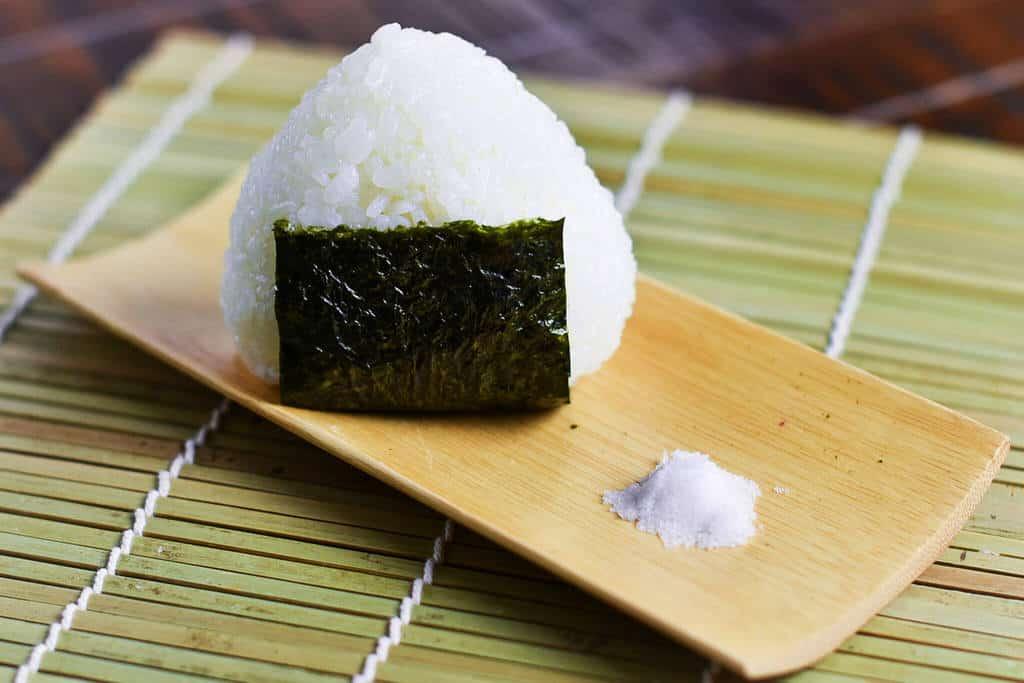 Simple Japanese Salt Onigiri Rice Ball 塩おにぎり Sudachi Recipes