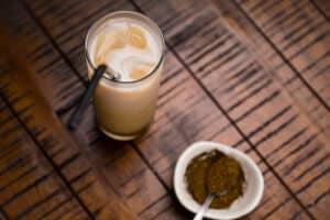 hojicha latte and tea leaves