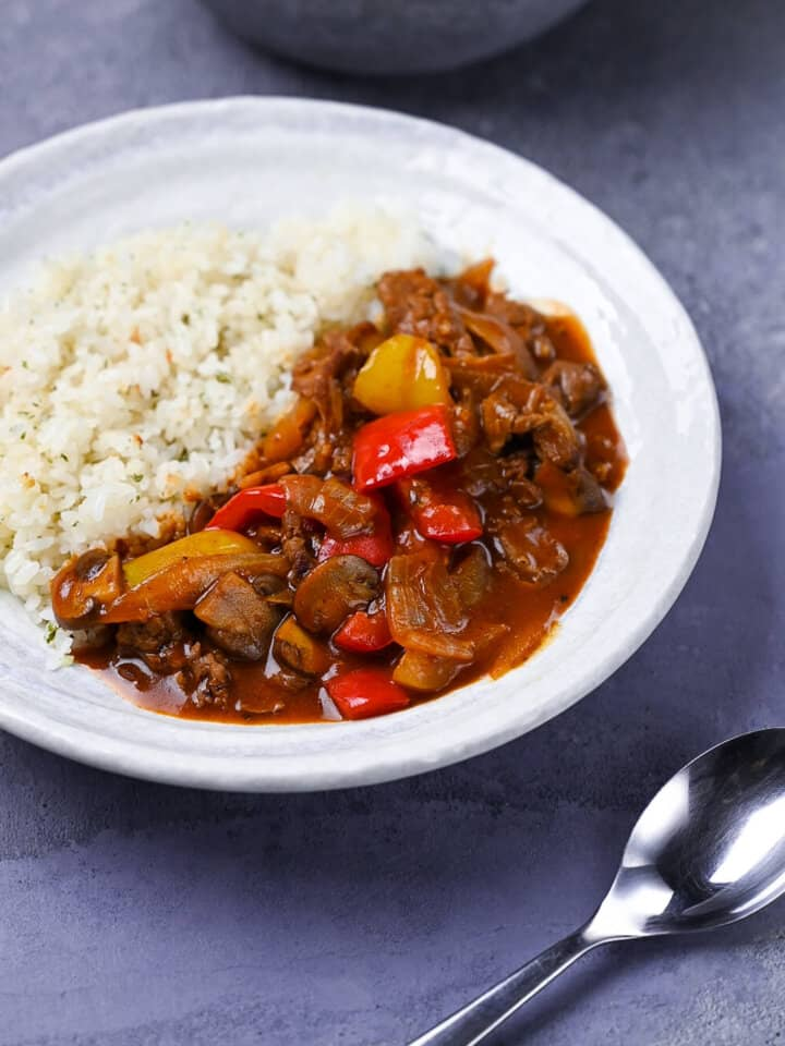Hayashi rice with bell peppers, onion and mushrooms